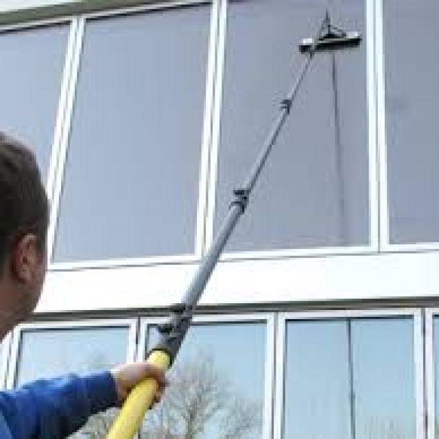 How to Clean the Kitchen Window with Vinegar