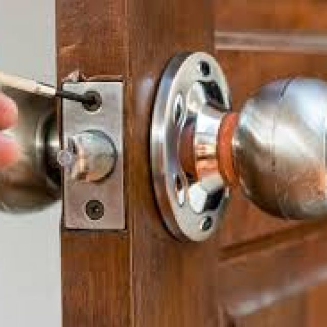 Opening a door with a broken key part in it