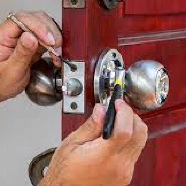 Locksmith prevent your house from thieves by making it lock more safe